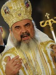 PF Daniel, Patriarhul Bisericii Ortodoxe Romane, rosteste un discurs, la finalul slujbei de canonizare a Mitropolitului Andrei Saguna, la Catedrala Mitropolitana din Sibiu, sambata, 29 octombrie 2011. SEBASTIAN MARCOVICI / MEDIAFAX FOTO